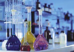 Laboratori chimici e agroalimentari - matracci colorati